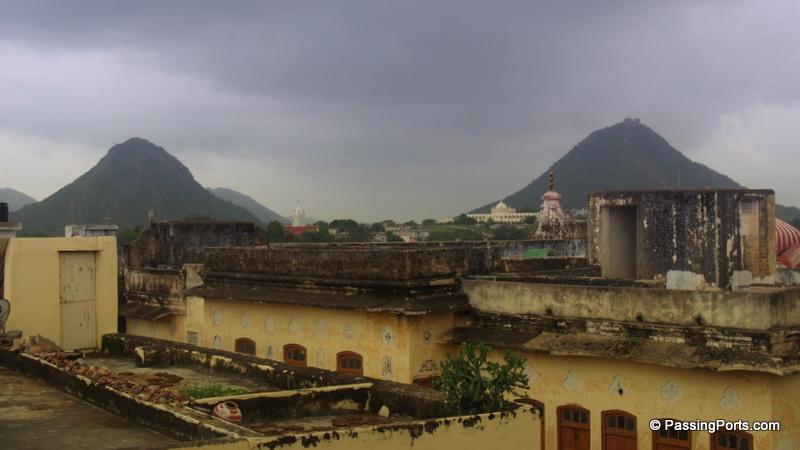 The beautiful Aravallis in Pushkar